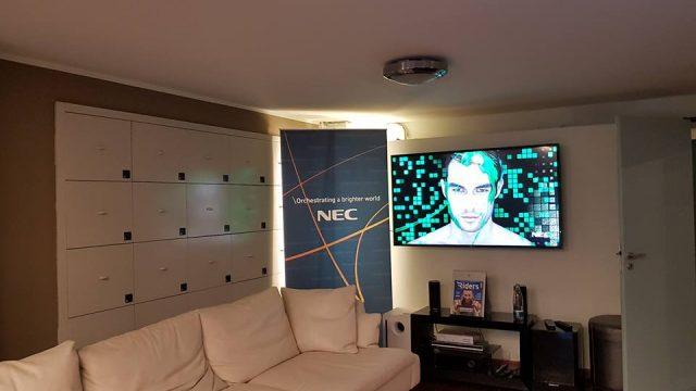 Nec inaugura il suo showroom presso la milano fashion for Permettono di riscaldare senza inquinare